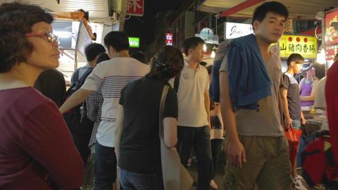 People walking - Raohe night market Live Action