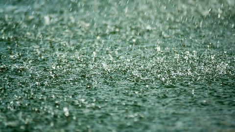 Shower, raindrop falling on the surface of the lak ビデオ