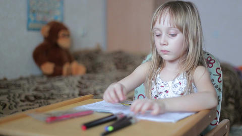 Little girl drawing with markers Live Action