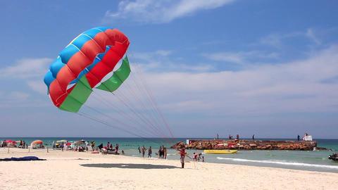 Many-coloured parachute Live Action