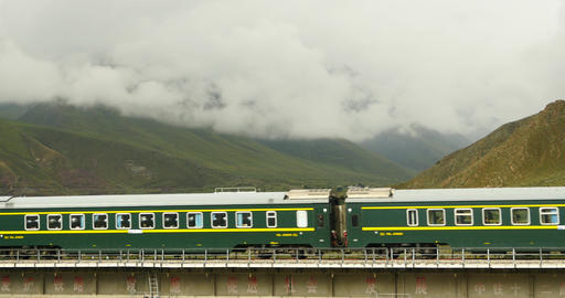 4k train driving on the Qinghai-Tibet Railway,China tibetan plateau scenery ภาพวิดีโอ