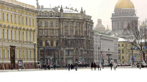 Tourists walking on Dvortsovaya square not far fro Stock Video Footage