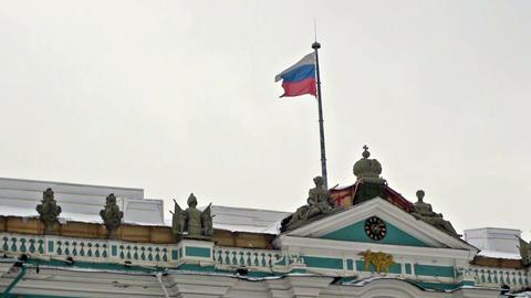 Russian flag on Hermitage museum, Dvortsovaya squa Stock Video Footage