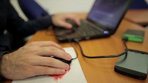 Male hands working on laptop ライブ動画