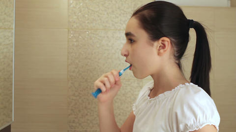 Brushing teeth Live Action