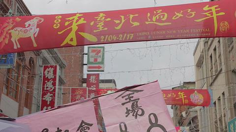 tilt from lunar new festival sign 2015 to crowd Live Action