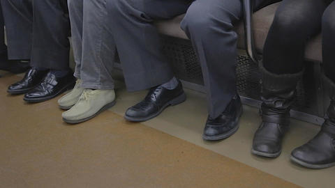 closeup - shoes of people on Tokyo train Live影片
