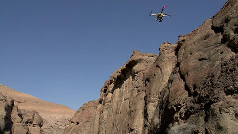 Flight Quadrocopter in the Gorge Footage