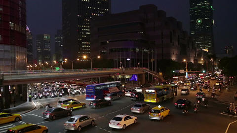 Rush hour traffic at intersection in Xinyi Financial district in Taipei Footage