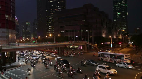 Rush hour traffic at intersection in Xinyi Financial district in Taipei Live影片