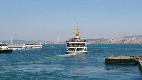 Bosphorus sightseeing tour ship leaving from old Istanbul Stock Video Footage