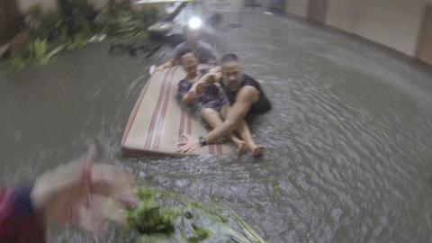 Dramatic Rescue Storm Surge Typhoon Haiyan Tacloban Footage
