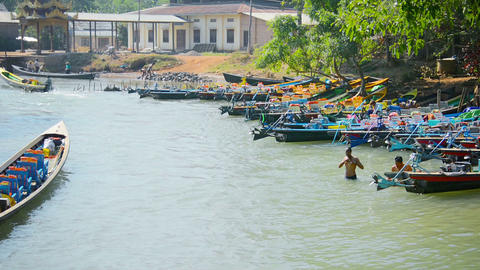 INLE LAKE. MYANMAR - CIRCA JAN 2014: Boaters are washed in the river near the bo Footage