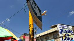 Airplane landing over Puerto Princesa City, Philippines ビデオ