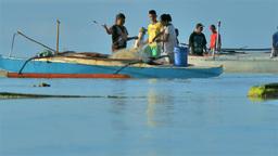 Fisherman's Family preparing the fishnet for fishing 画像