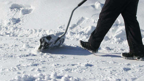 Man Shoveling Snow Videos de Stock
