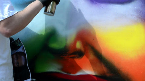 graffiti draw. man with flask draw colorful face Live Action