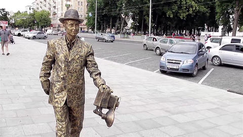 Living statue - Photographer Footage