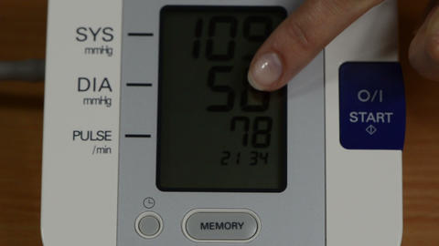 finger show numbers on pressure measure tool screen and explain Footage