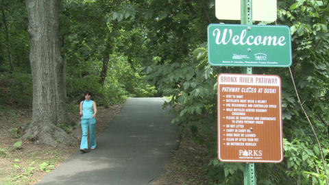 Welcome sign at entrance of park Stock Video Footage