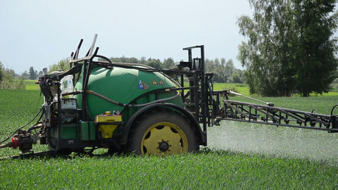 long farm tractor sprayers for crop fertilizing corn from pests Live Action