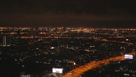 woman drinks at state tower sky bar Live影片