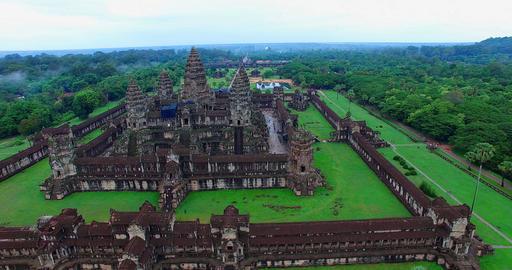 4k pan and aerial flight towards Angkor Wat Live影片