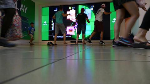 Mall People - 07 - Kids - Xbox Display Footage