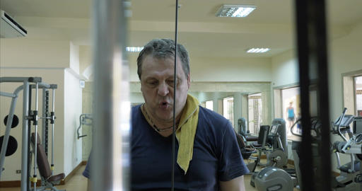 Mature man working out on pulldown machine Footage