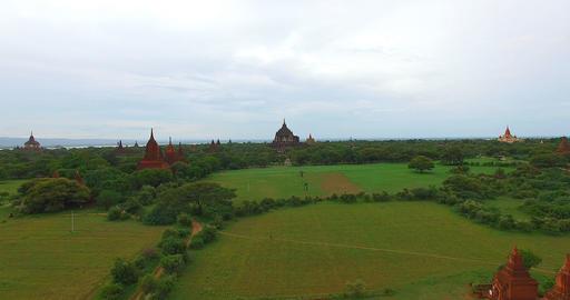 4k low aerial sweep towards Thatbyinyu temple Footage