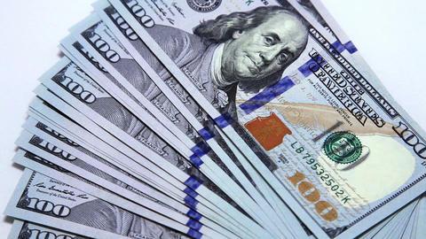 man counting dollars ビデオ