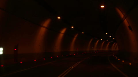 Driving through tunnel Live影片
