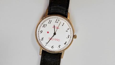 1080p Soviet Quartz Wristwatch Souvenir of 1990 for Veterans in Honor of The Footage