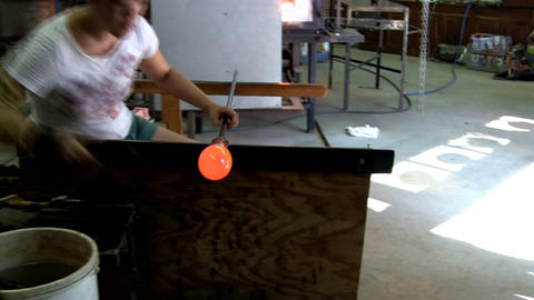Glass artist uses tweeters to score neck of vase on blowpipe then reheats in fur Footage