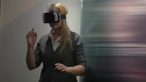 Traveling in virtual space with special headset Live Action