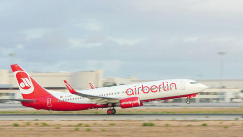 Boeing 737 Taking Off at Majorca Airport Live Action