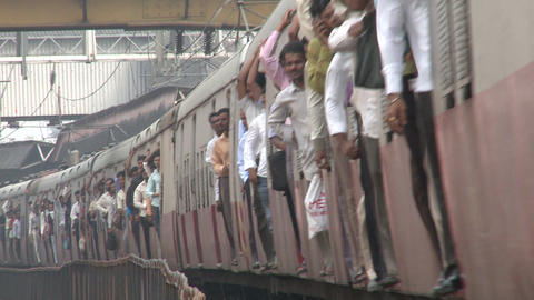Indian crowded train - Mumbai Footage