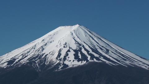 close up Mount Fuji, view from Lake Kawaguchiko, Japan ビデオ