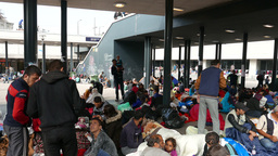 4 K Syrian Migrants at the Eastern Railway Station in Budapest Hungary 9 Live Action