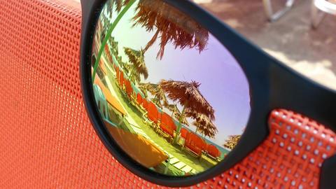 Beach reflection in sunglasses 스톡 비디오 클립, 영상 소스, 스톡 4K 영상