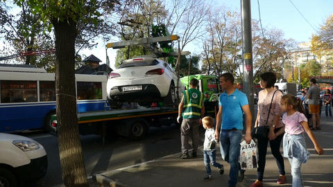 Evacuation Of Cars In Moscow, September 2015 stock footage