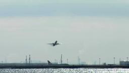 羽田を飛び立つ旅客機を対岸から望む Footage