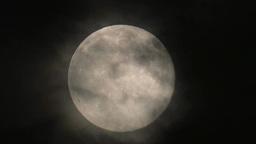 薄雲が流れ煙る満月 Footage