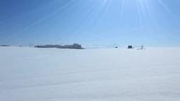 雪原と小屋と十勝連峰と太陽の光芒 ビデオ