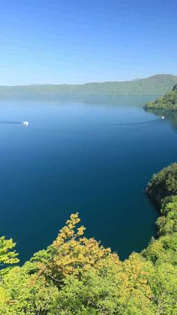 十和田湖と旋回する観光船 ภาพวิดีโอ