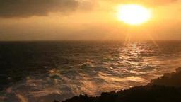 岩礁と波しぶきと朝日 Footage