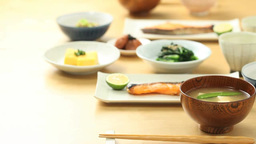 食卓にごはんとみそ汁を並べる日本人女性の手 Footage