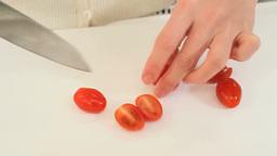 ミニトマトを切る女性 Footage