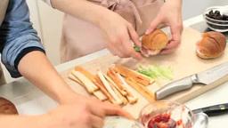 ランチパーティーのサンドイッチを作る Footage