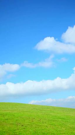 草原と空を流れる雲 影片素材